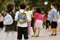 Скок на заразените с COVID-19 деца в Гърция