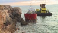 Пред екокатастрофа: Провал в изтеглянето на заседналия край Камен бряг кораб (ОБЗОР)