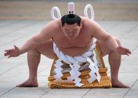Най-великият сумо шампион прекрати кариерата си