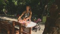 Монтираха пейки за кърмене и повиване в градския парк в Ямбол