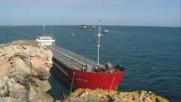 Има данни за замърсяване на водата в района на заседналия кораб (ОБЗОР)