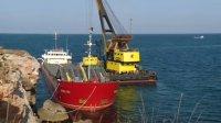 Започна подготовка за разтоварване на заседналия край Камен бряг кораб (ВИДЕО)