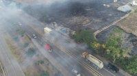 """Пожар край летище Стара Загора, огънят обхваща и платното на АМ """"Тракия"""""""