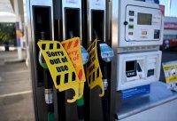 """""""Глад за гориво"""" - продължава кризата за бензин във Великобритания"""