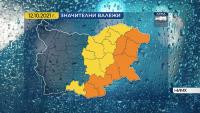 Проливни валежи в източната половина от страната следобед