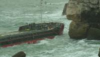 Лошото време отложи разтоварването на заседналия кораб