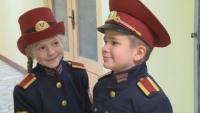 Деца обличат военни униформи, за да усетят какво е да си част от Българската армия