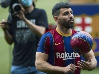 Серхио Агуеро дебютира с гол за Барселона в контрола