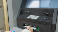 Парите от чужбина: Мигрантите пращат по-малко валута на близките си
