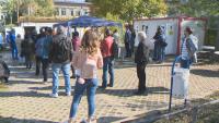 Засилен интерес към пунктовете за ваксинация в столицата и в неделния ден