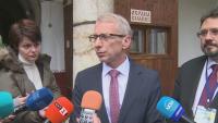 Министър Денков: Мерките срещу ковид да не са еднакви за всички училища