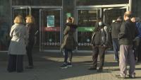 За да влязат в мола без ваксинация: И служители, и клиенти плащат антигенен тест
