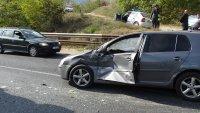 Сблъсък между бетоновоз и кола на Е-79 край Благоевград, има пострадал (СНИМКИ)
