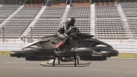 В Токио направиха демонстрация с летящ мотоциклет