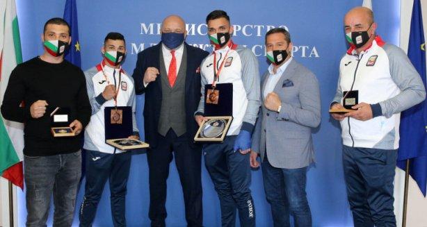 министър кралев награди медалистите световното бокс младежи девойки