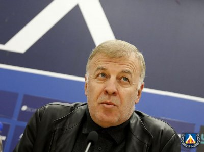 Сираков: Разбрахме се с новия треньор, пристига другата седмица
