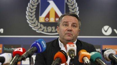 Славиша Стоянович може да се размине с Левски