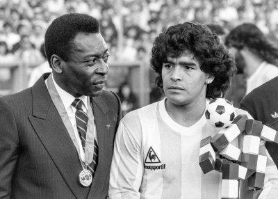 Пеле към Марадона: Един ден отново ще ритаме топка там горе