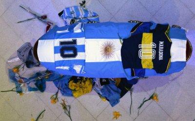 Погребаха Марадона в тесен семеен кръг