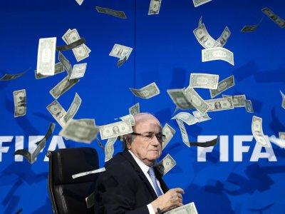 ФИФА ще съди Блатер за половин милиард швейцарски франка