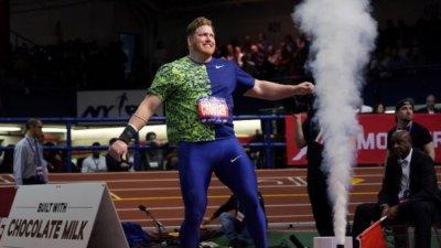Райън Краузър счупи световния рекорд в тласкането на гюле в зала