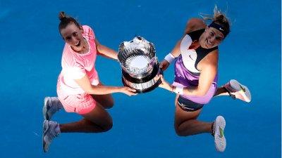 Мертенс и Сабаленка триумфираха при дамските дуети на Australian Open
