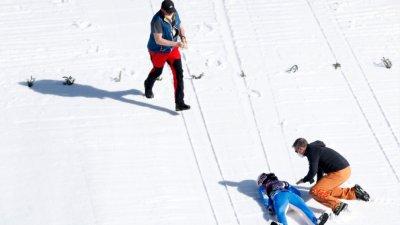 Ски скачач в изкуствена кома след падане в Планица