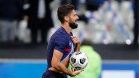 Оливие Жиру задмина Платини по голове за Франция
