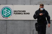 Полицията нахлу в офисите на Германския футболен съюз