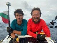 Баща и син българи преплаваха Атлантическия океан със собствена лодка