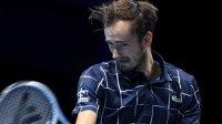 Три от три за Медведев в груповата фаза