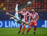 Шедьовър на Жиру донесе на Челси крехък аванс срещу Атлетико (Мадрид)