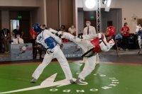 Българските таекуондисти започнаха с две победи днес на олимпийската квалификация