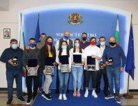 Кралев награди медалистите от Европейското първенство по борба